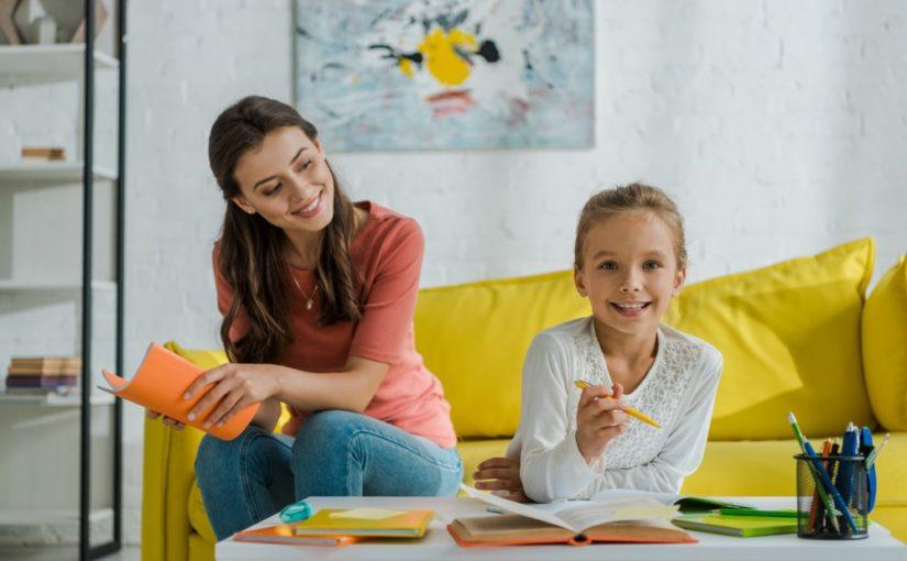 Giv dine forældre en babysitter i gave